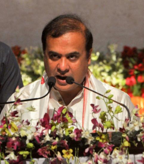 हिमंत बिस्वा सरमा ने असम के 15वें मुख्यमंत्री के रूप में शपथ ली