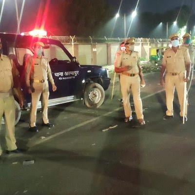 COVID-19: कानपुर नगर के समस्त थााना-क्षेत्रों में संदिग्ध वाहन व व्यक्तियों की चेकिंग एवं उल्लंघन करने वालों के विरूद्ध कार्यवाही की गयी