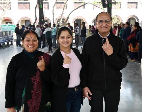 दिल्ली एक्जिट पोल: दिल्ली में आम आदमी पार्टी की बड़ी जीत के आसार