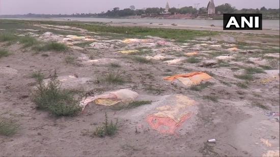 उत्तर प्रदेश: कानपुर के शिवराजपुर के खेरेश्वर घाट पर दिखे शव दफन!