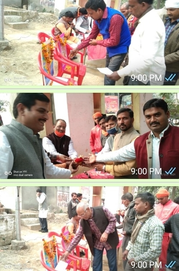 विश्व हिंदू परिषद के कार्यकर्ता एवं राष्ट्रभक्त 'हिंदू राष्ट्र' बनाने के लिए ग्रामीणों ने प्रत्येक कार्यकर्ता ₹1 से लेकर ₹500/= पांच सौ रुपये तक दिया दान
