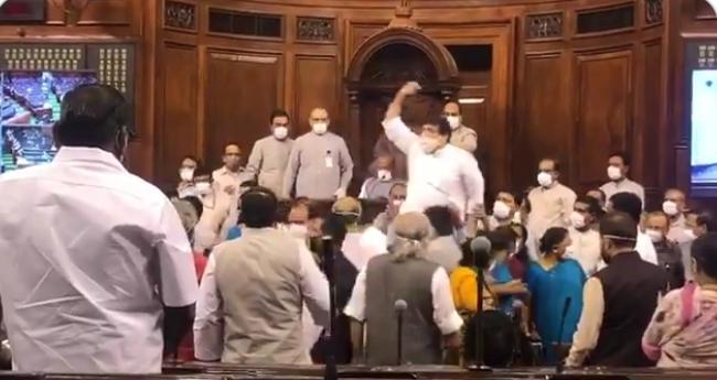 """मोदी सरकार ने लोकतंत्र गला घोंटकर बिना वोटिंग के सदन में """"काला क़ानून"""" पास कर लिया है: संजय सिंह,राज्य सभा संसद"""