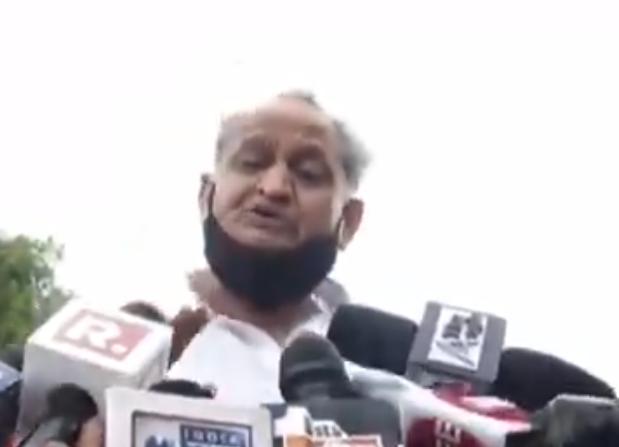 BREAKIN NEWS: मीडिया डरा हुआ है - भाजपा के इशारे पर मायावती जी बयानबाज़ी कर रही हैं: मुख्यमंत्री अशोक गहलोत