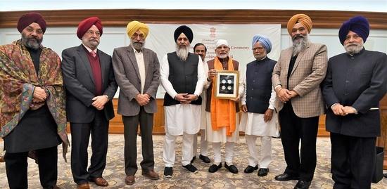 प्रधानमंत्री ने गुरु गोबिंद सिंह जी की जयंती पर 350 रुपये का स्मारक सिक्का जारी किया - दी लोहड़ी की बधाई