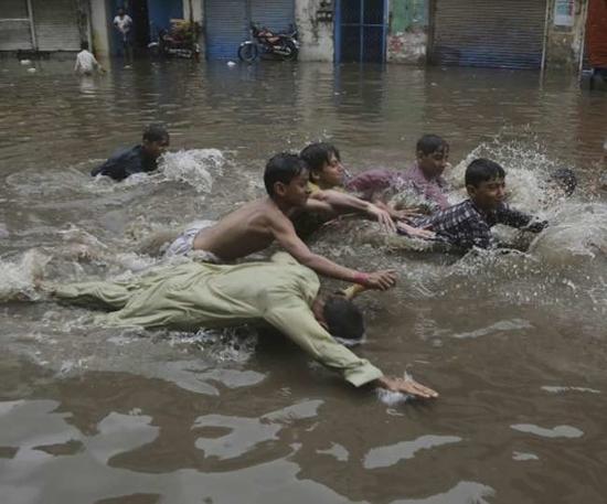 पाकिस्तान में बारिश से हाल बेहाल, सात की मौत
