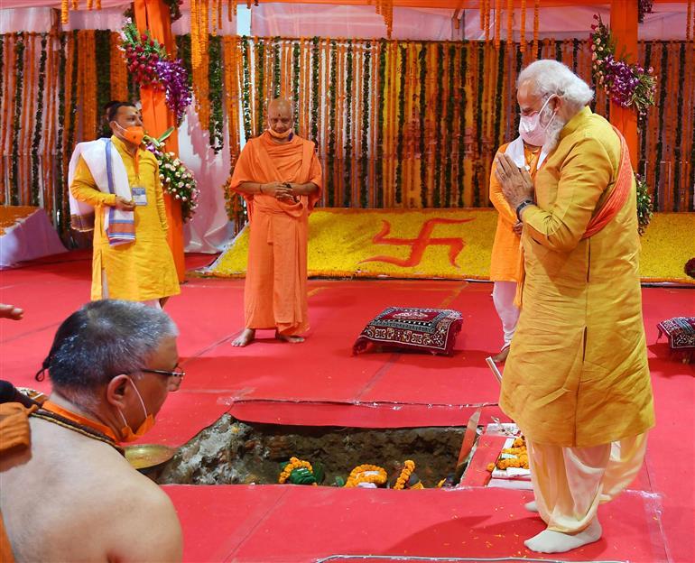 प्रधानमंत्री ने 'श्री राम जन्मभूमि मंदिर' में भूमिपूजन किया: प्रधानमंत्री कार्यालय