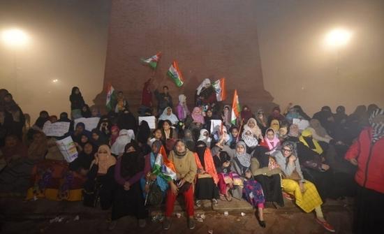 CAA & NRC: बिरोध प्रदर्शन का 7वां दिन - उत्तर प्रदेश में प्रदेश की राजधानी- लखनऊ सहित तमाम शहरों में CAA और NRC के खिलाफ तेज हुआ प्रदर्शन