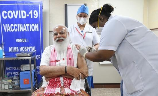 प्रधानमंत्री ने कोविड-19 वैक्सीन की पहली खुराक ली