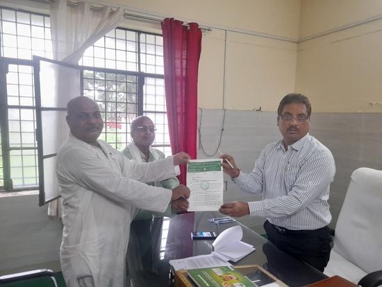 मुख्यमंत्री- योगी आदित्यनाथ को सम्बोधित 'पांच सूत्रीय मांग-पत्र', 'वेटरनस एसोसिएशन के राष्ट्रीय अध्यक्ष (किसान मोर्चा) व भारतीय किसान यूनियन (अ) के जिलाध्यक्ष, कुशीनगर- रामचन्द्र सिंह' ने उपजिलाधिकारी, कप्तानगंज को सौपा