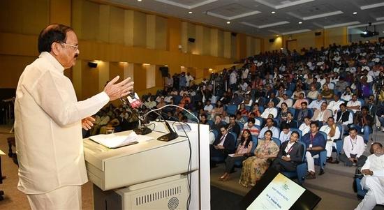 उपराष्ट्रपति ने राजनीतिक दलों के भारी चुनावी खर्च और सरकारों के लोकलुभावन खर्चों के खिलाफ प्रभावी कानून बनाने का आह्वान किया